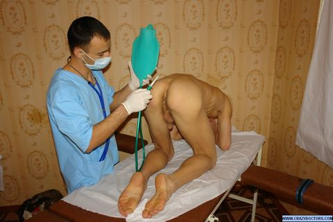 Twink guy take ass check-up